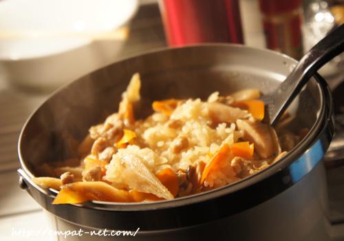 キャンプ飯 鶏とごぼうの炊き込みご飯